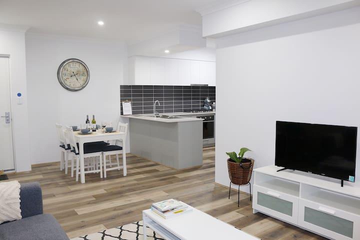 ⭐Modern Apartment Close to Airport✈️/CBD/Crown