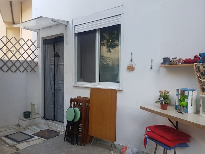 Σπίτι με αυλή- lemontree yard house near the metro