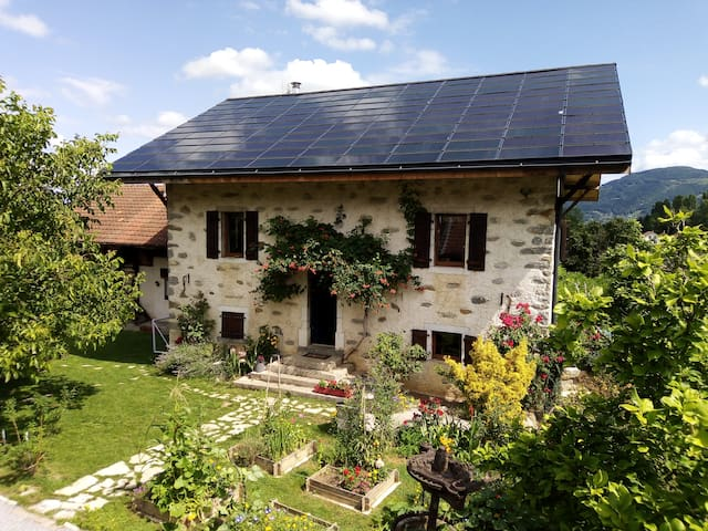 Charming cottage (family/55m²/2 rooms/animals)
