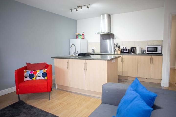Large 2 bedroom Superior serviced apartment 12QCW