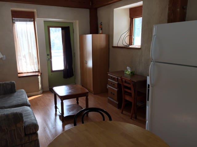 3 Pigs Strawbale Suite - Cochrane - Apartment