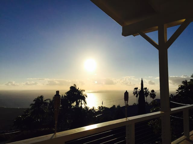 1 Room in Luxury Home, Amazing Ocean View Sunsets