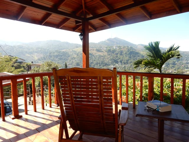 Great view, 1.5 km from city center - Kandy - Flat
