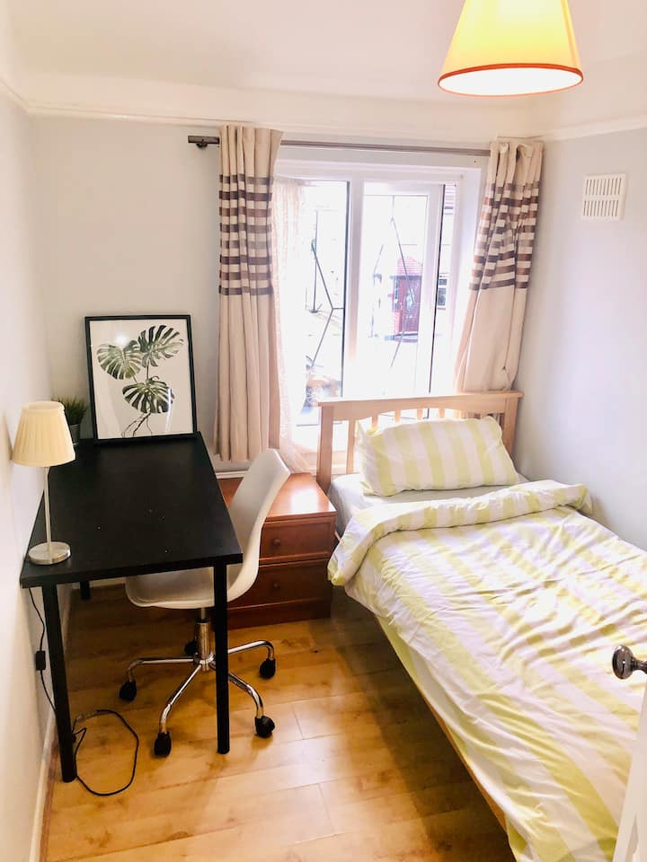 Cosy single room with good access to London