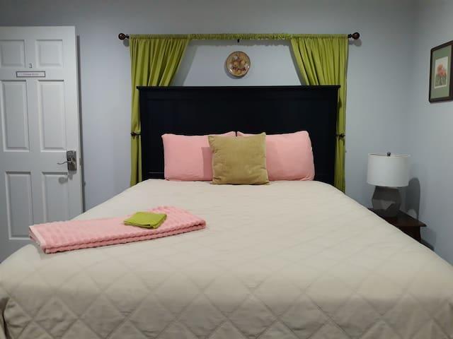 Stylish and Cozy Retreat on 2 Acres