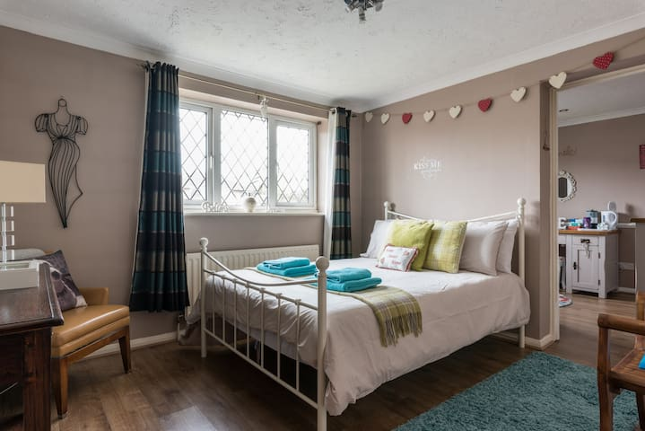 A double room plus single room with own bathrooms