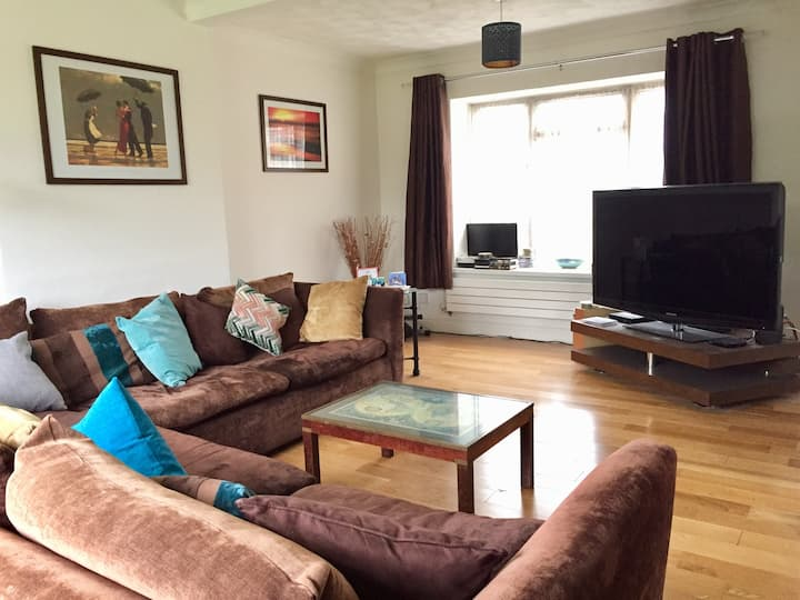 Comfortable end double room with TV in large house