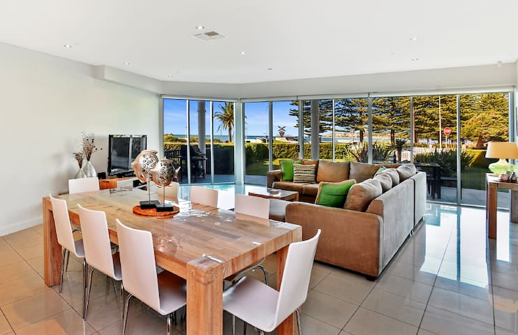 Australian Luxury Stays -EAST BEACH AT THE GALLERY