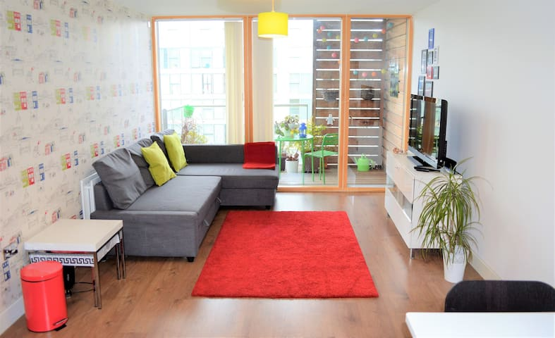 Colourful luxury apartment right in the centre - Milton Keynes - Apartamento