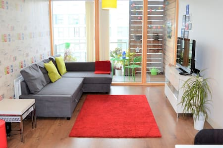Colourful luxury apartment right in the centre - Milton Keynes - Apartemen
