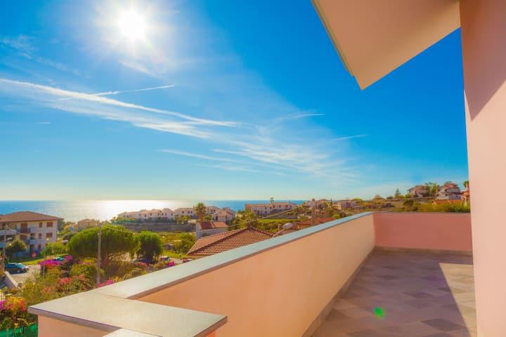 Villa Bianca - Grand appartement avec belle terrasse panoramique avec vue sur la mer 8024LT0018