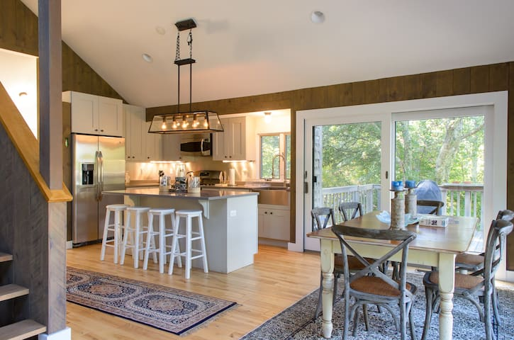 Renovated Chilmark with Water View - Chilmark - Casa