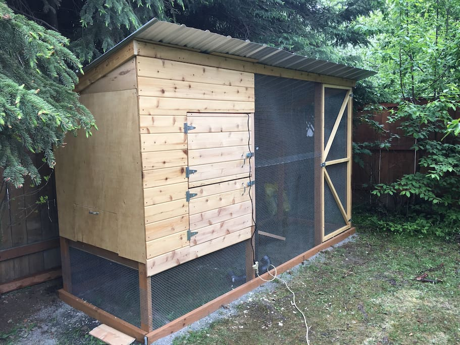 Chicken Coop... help yourself to some fresh eggs!
