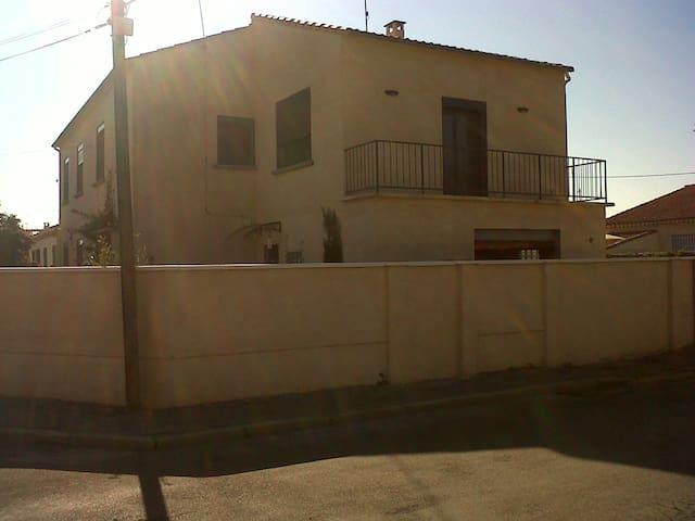 Chambre dans une jolie maison quartier Alyscamps - Arles - Huis