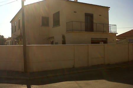Chambre dans une jolie maison quartier Alyscamps - Arles