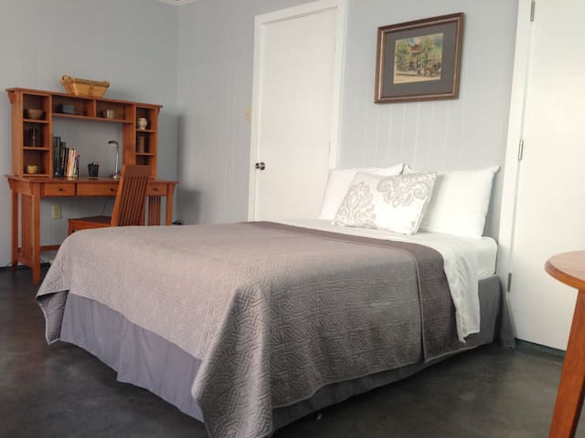 Private Guest House in Metairie - Metairie - Banglo