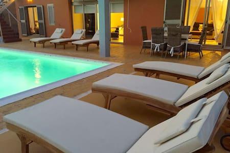 Villa Dolce Vita, Pool&Garden, Wifi - Antigua