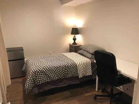 Cozy single bedroom #3