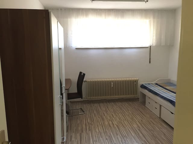 Zimmer zwei- frei in 3er WG - Ostfildern - Apartment
