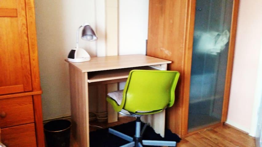 Spacious south facing quiet room - Ruislip - Appartement