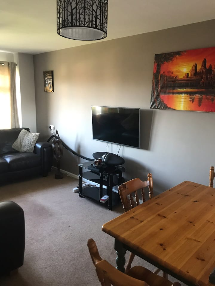 1 Bed Cosy Self Contained Flat Lester Piggott