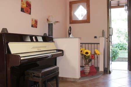 """""""RITA"""" Appartamento luminoso con vista panoramica - Castagneto Carducci"""