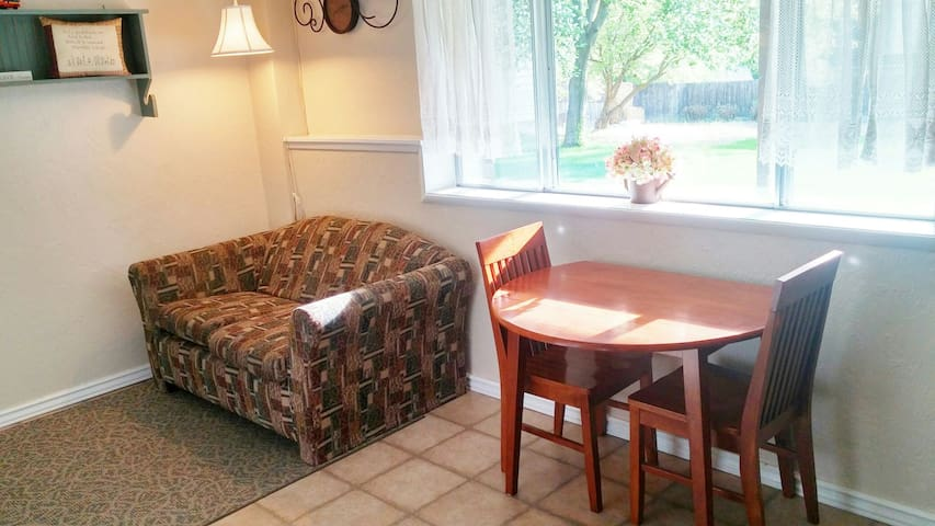 Private Apt. with Queen Bed by BYUI