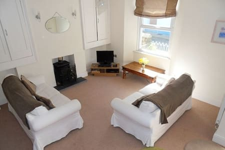 Lulu Stone Close to the heart of Tenby & beaches - Tenby - บ้าน