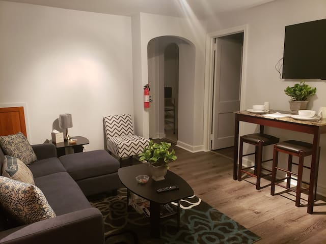 Cozy modern apartment near PHL airport