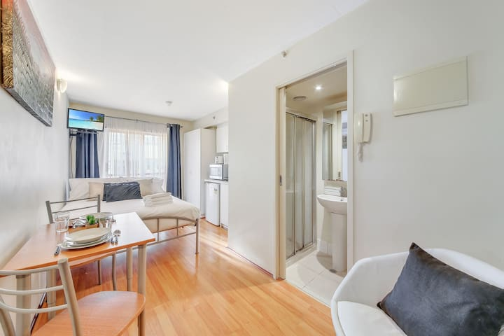 A Conveniently Located Studio Near Crown 111