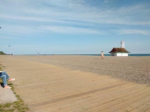 Studio condo in the Beaches (Queen and Woodbine)