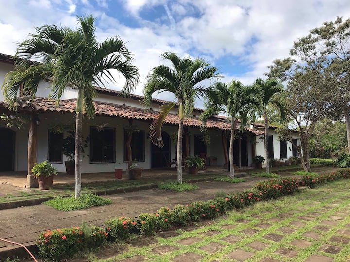 Entire Lodge on Tobacco Farm near Mombacho