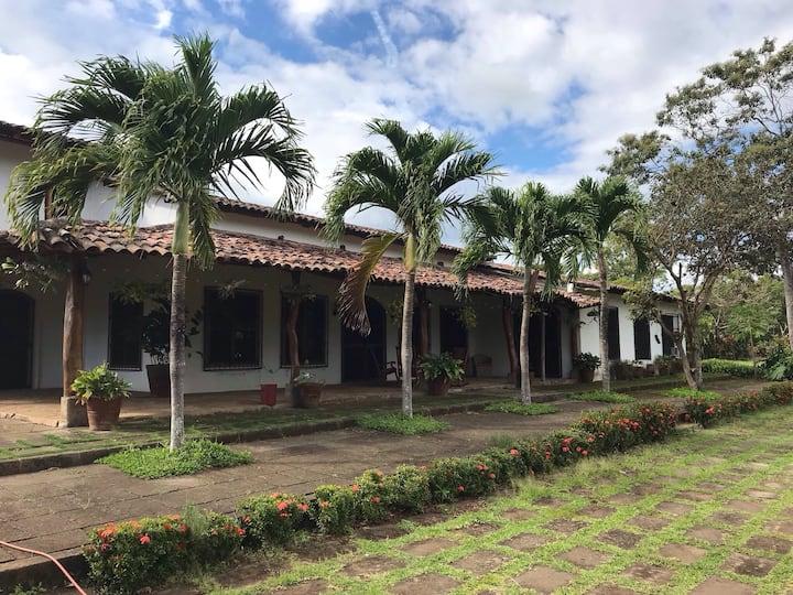 Entire Lodge on Tobacco Farm near Mombacho