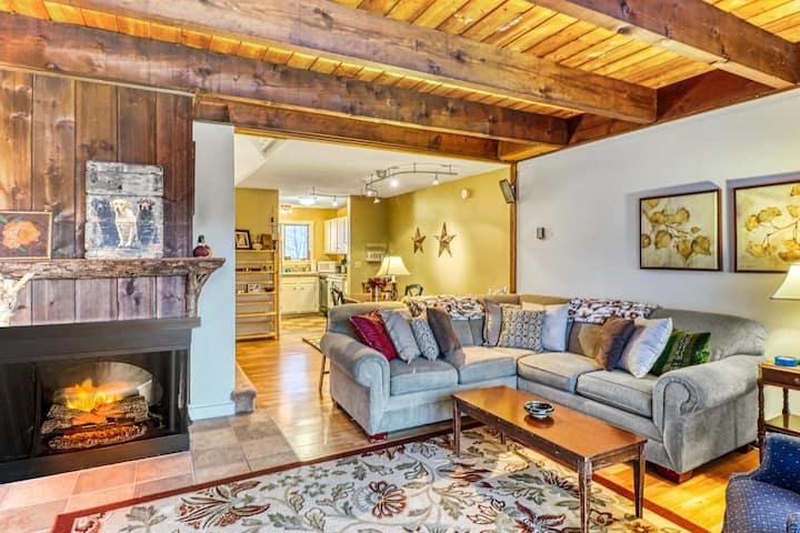 New listing! Comfortable Bolton Valley condo w/ ski-in/ski-out access!