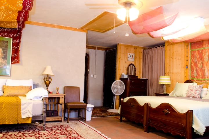 King Sized Bohemian Room-Corrales Suite Lodging