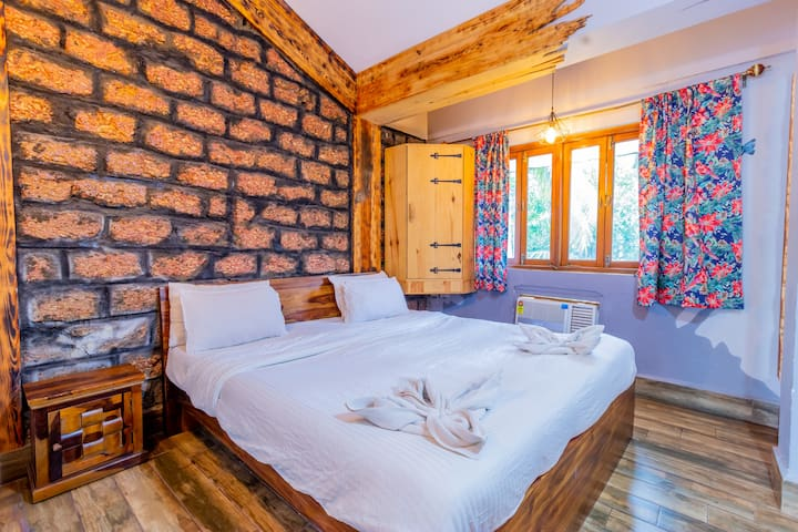 A 301 · Snug 3 Bedroom Suite with Breakfast