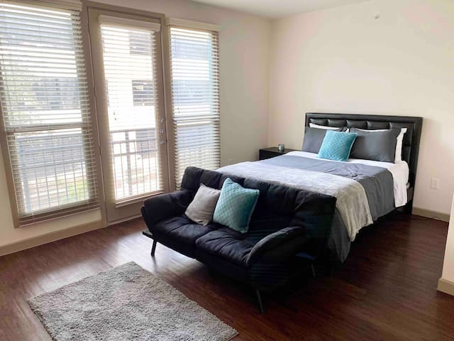 Large Studio - Mins from Downtown & Love Field