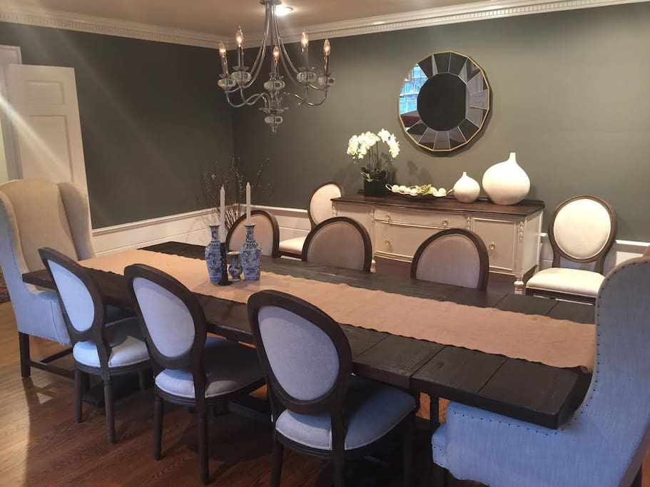 Dining Room - Perfect for Entertaining Large Families/Groups