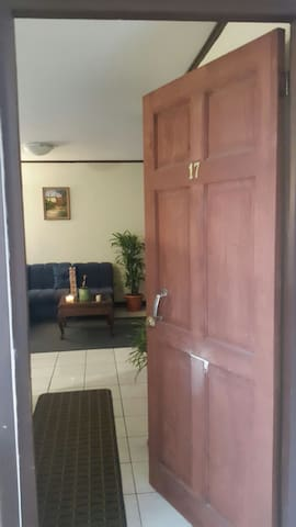 Nice room, private. Headed airport - Uruca - Apartment