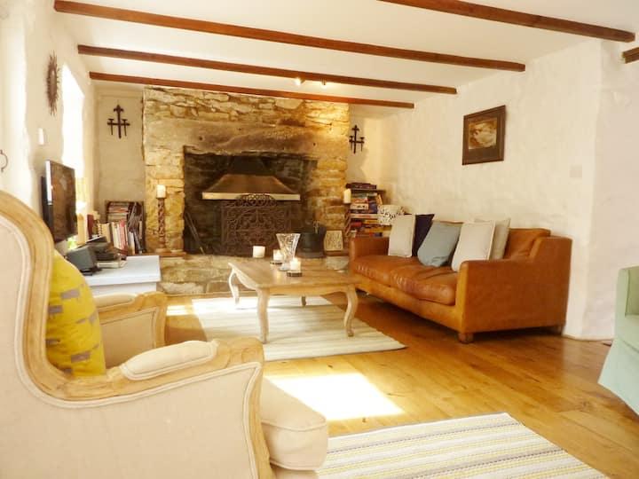 Pretty Cornish Cottage near Porthleven