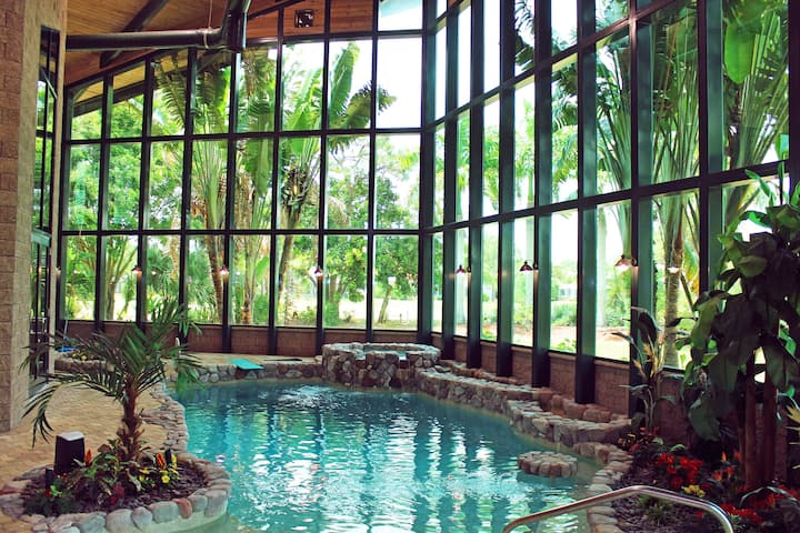 Spotlessly Clean Golf Course Villa Indoor Pool