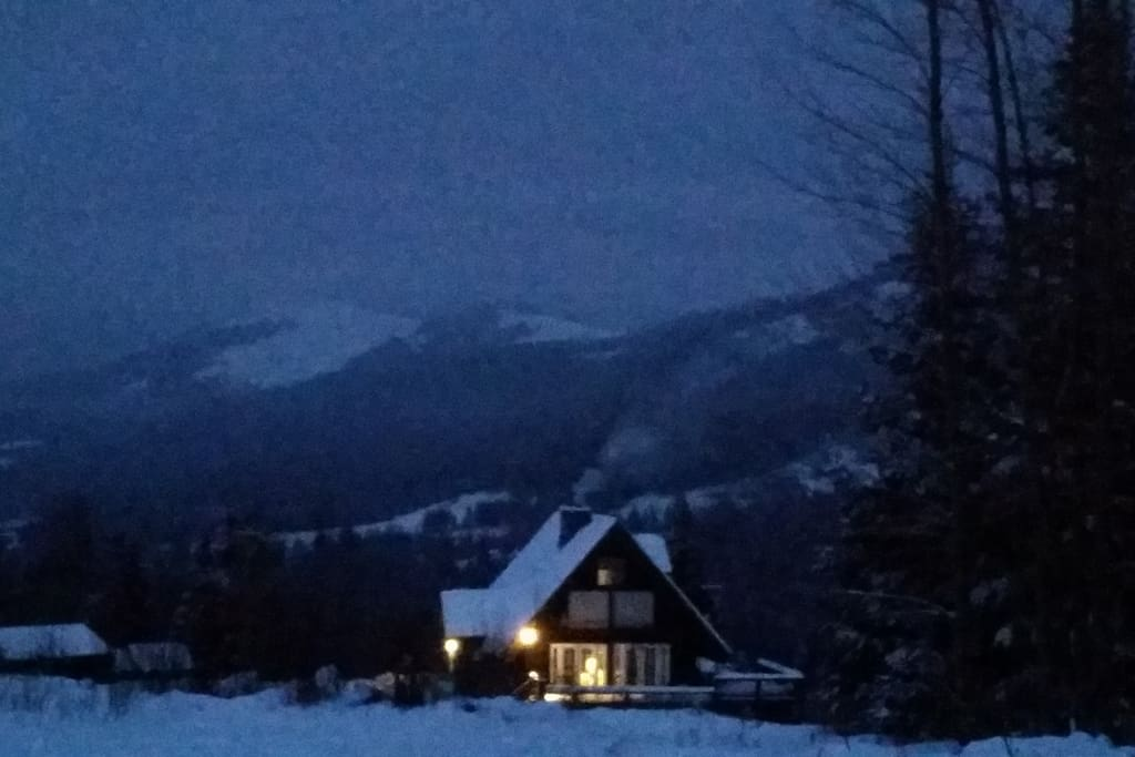 A beautiful snowy morning at our AirBnB.  We thank our guest Erum for this lovey pic!