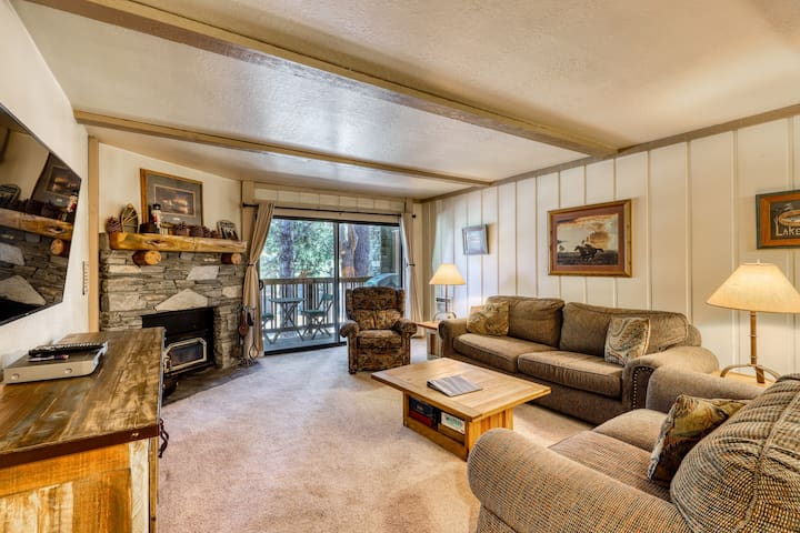 Dog-friendly condo w/ a shared pool, hot tubs, & sauna - walk to the lifts!