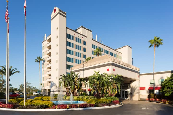 Deluxe Tower & Suites in Kissimmee