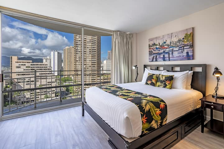 **Professionally Sanitized** Panoramic Views From Ilikai Condo, Full Kitchen! - Ilikai Marina City Studio on the 15th Floor
