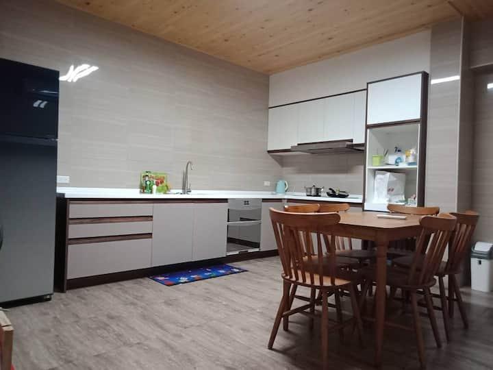 全新整修 乾淨舒適 包棟 (每日僅接待一組房客, 2-13人)