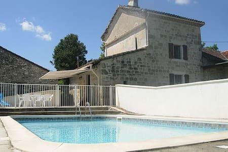 Maison en pierre avec piscine au milieu des vignes - Vieux