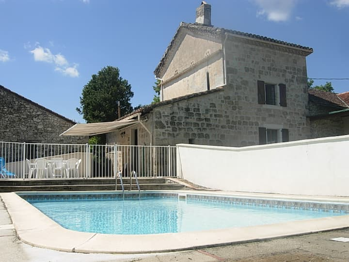 Country house in vineyard with swimming-pool 4x8m