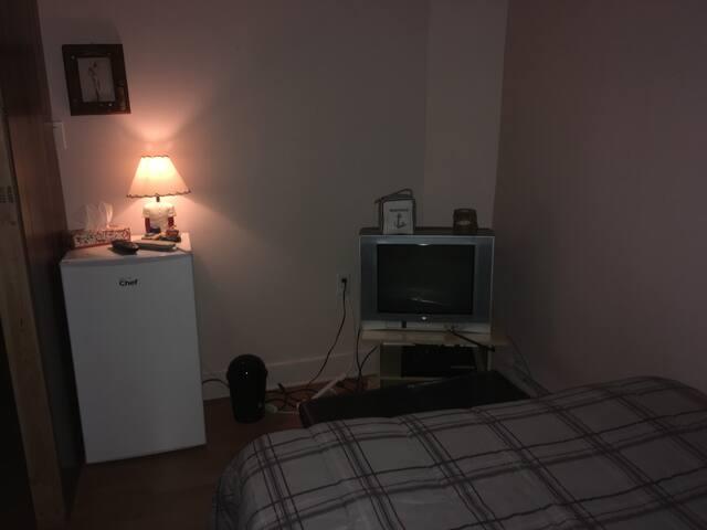 Chambre # 2  24h/24 pour 1-4 pers. Wi-fi et tv