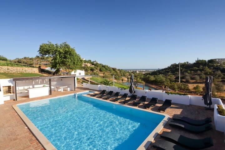 Majestic Estate in Golden Triangle - Almancil - Villa